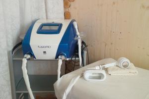 Das Gerät Fusiomed bietet Fettabbau durch Kavitation (Ultraschall und Radiofrequenz)